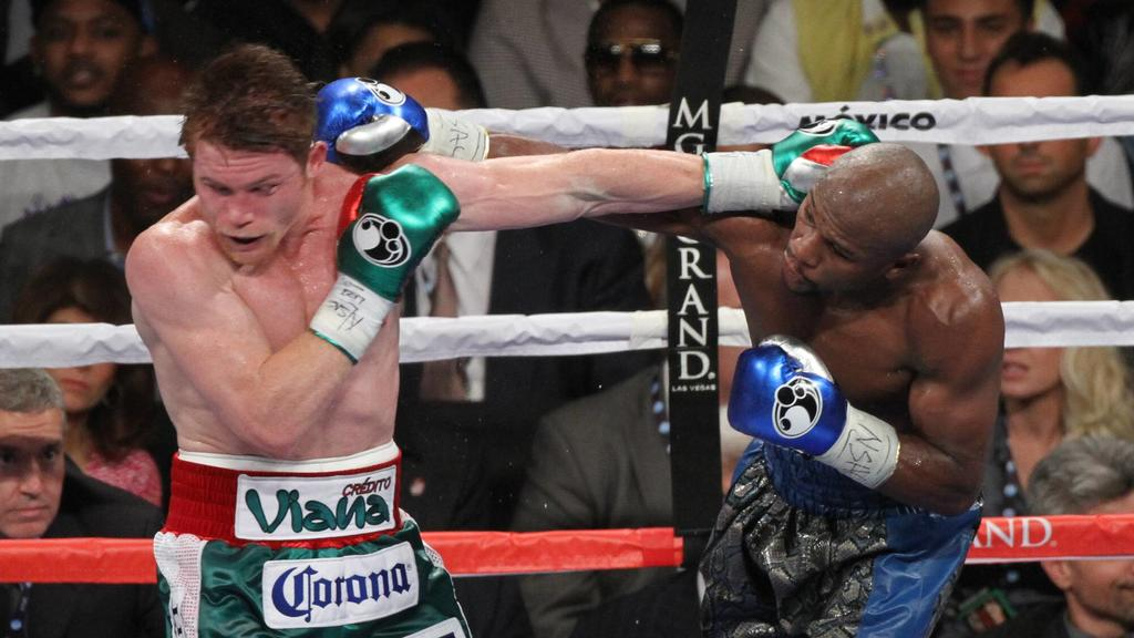 Bildnummer: 14489426  Datum: 15.09.2013  Copyright: imago/ZUMA PressSept. 15, 2013 - Las Vegas, Nevada, USA - Floyd Money Mayweather (blk & blue trunks) takes on Saul Canelo Alvarez (red, why & grn trunks) to battle for the Super Welterweight World C