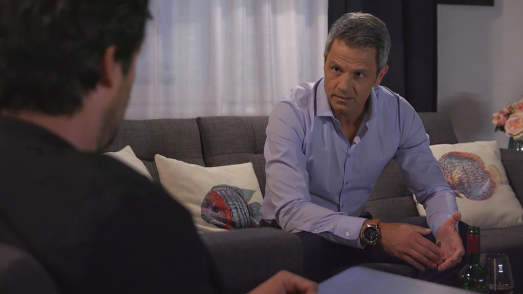 Unter uns: Benedikt spricht mit Jakob.