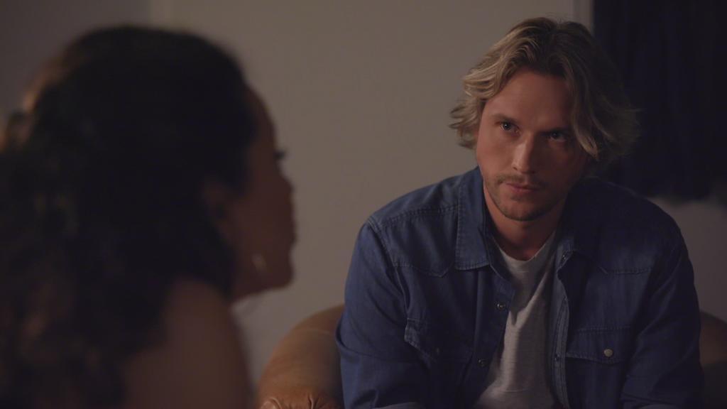 AWZ: Finn spricht mit Malu.
