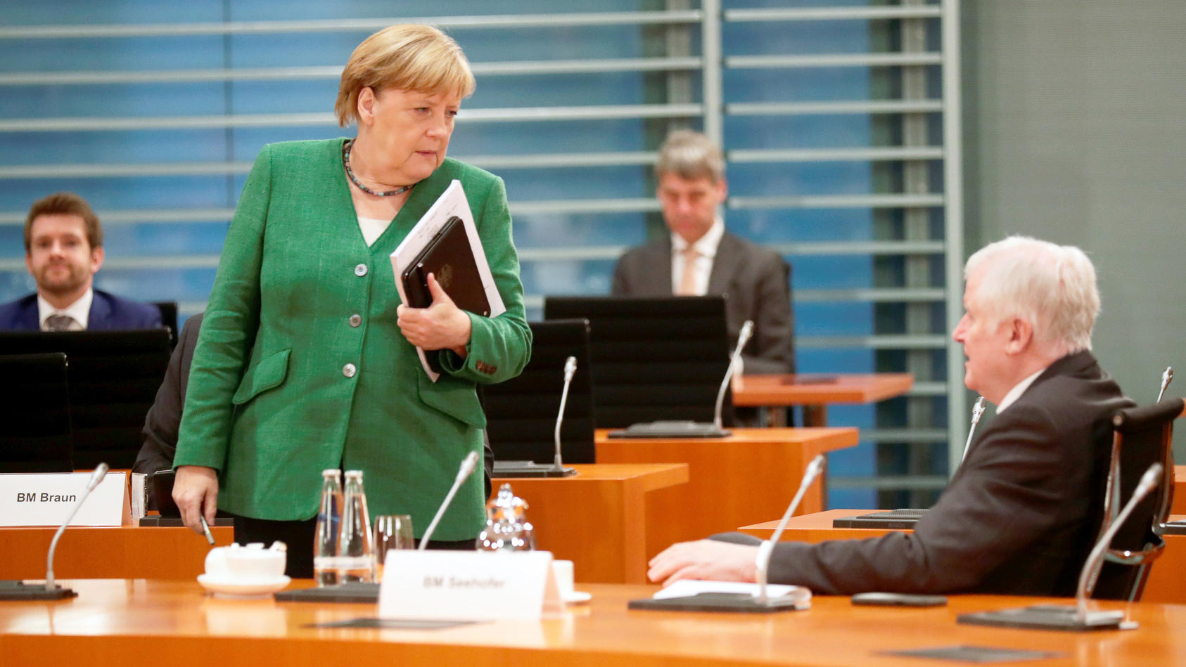 Symbolbild: Angela Merkel und Horste Seehofer bei einer Kabinettssitzung.