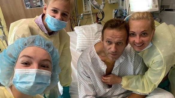 Nawalny meldet sich aus dem Krankenbett