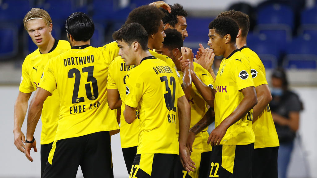 Soccer Football - DFB Cup - First Round - MSV Duisburg v Borussia Dortmund - MSV-Arena, Duisburg, Germany - September 14, 2020 Borussia Dortmund's Jude Bellingham celebrates scoring their second goal with teammates. REUTERS / Thilo Schmuelgen / Pool