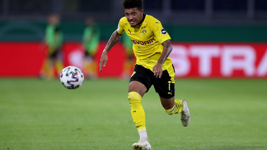 DUISBURG, GERMANY - SEPTEMBER 14: Jadon Sancho of Dortmund runs with the ball during the DFB Cup first round match between MSV Duisburg and Borussia Dortmund at Schauinsland-Reisen-Arena on September 14, 2020 in Duisburg, Germany. (Photo by Lars Baro