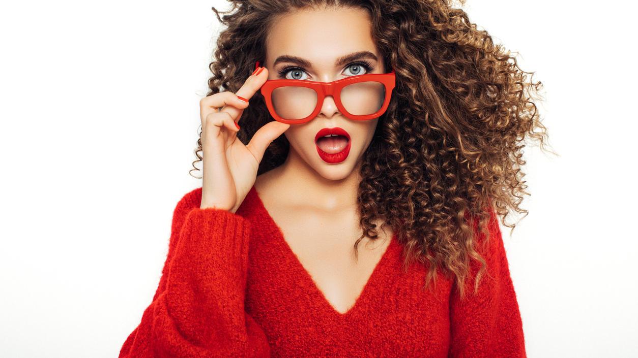 Rot ist eine Signalfarbe, die für Selbstbewusstsein steht.
