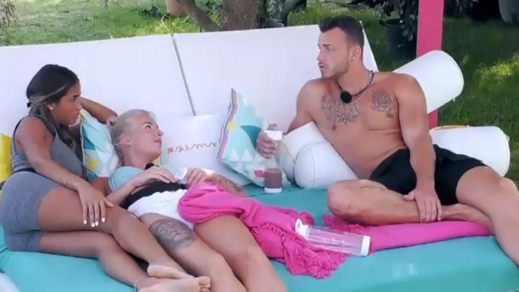 Nathalia und Luca streiten sich. Der Grund: Der Muskelprotz ist ihr einfach nicht eifersüchtig genug.