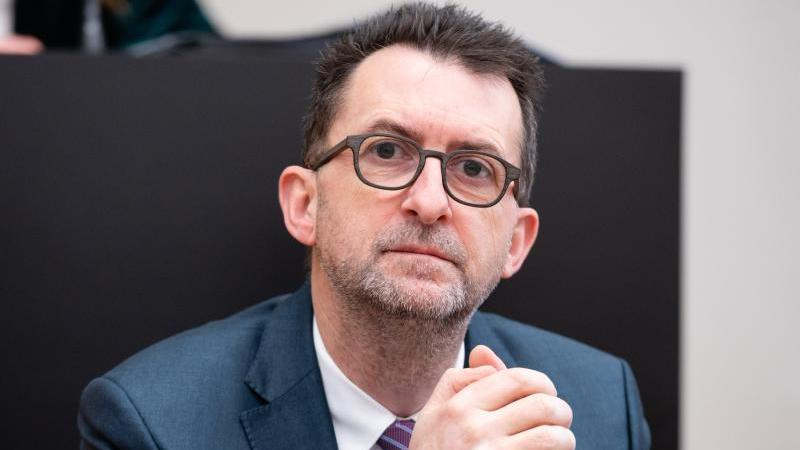 Reinhold Jost (SPD), Minister für Umwelt und Verbraucherschutz. Foto: Oliver Dietze/dpa/Archivbild
