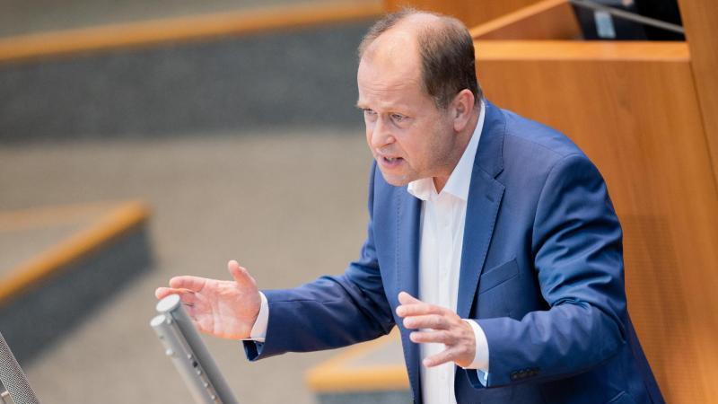 Joachim Stamp (FDP), stellvertretender Ministerpräsident des Landes Nordrhein-Westfalen. Foto: Rolf Vennenbernd/dpa
