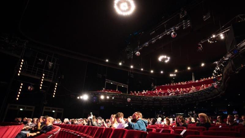 Der Saal des Stage Operettenhauses auf der Reeperbahn bei der Eröffnung des Reeperbahn-Festivals. Foto: Christian Charisius/dpa