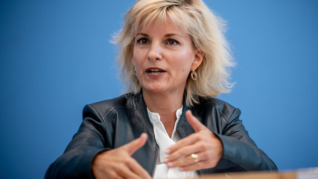 08.09.2020, Berlin: Daniela Ludwig (CSU), Drogenbeauftragte der Bundesregierung, spricht bei der Vorstellung des Lageberichts über Drogenkriminalität. Foto: Michael Kappeler/dpa +++ dpa-Bildfunk +++