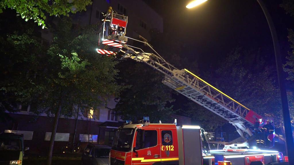 70 Bewohner wurden vor den Flammen - teilweise mit einer Drehleiter - gerettet