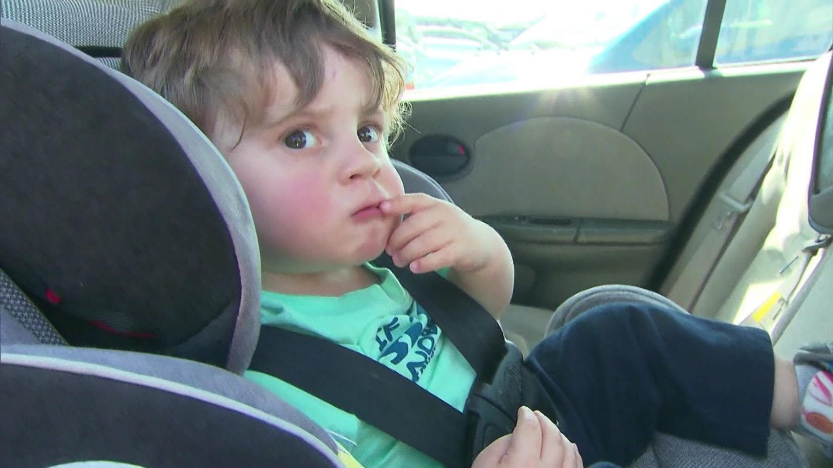 """Ein guter Kindersitz schützt bestmöglich vor Verletzungen - im Gegensatz zum Gurtsystem """"Smart Kid Belt"""""""