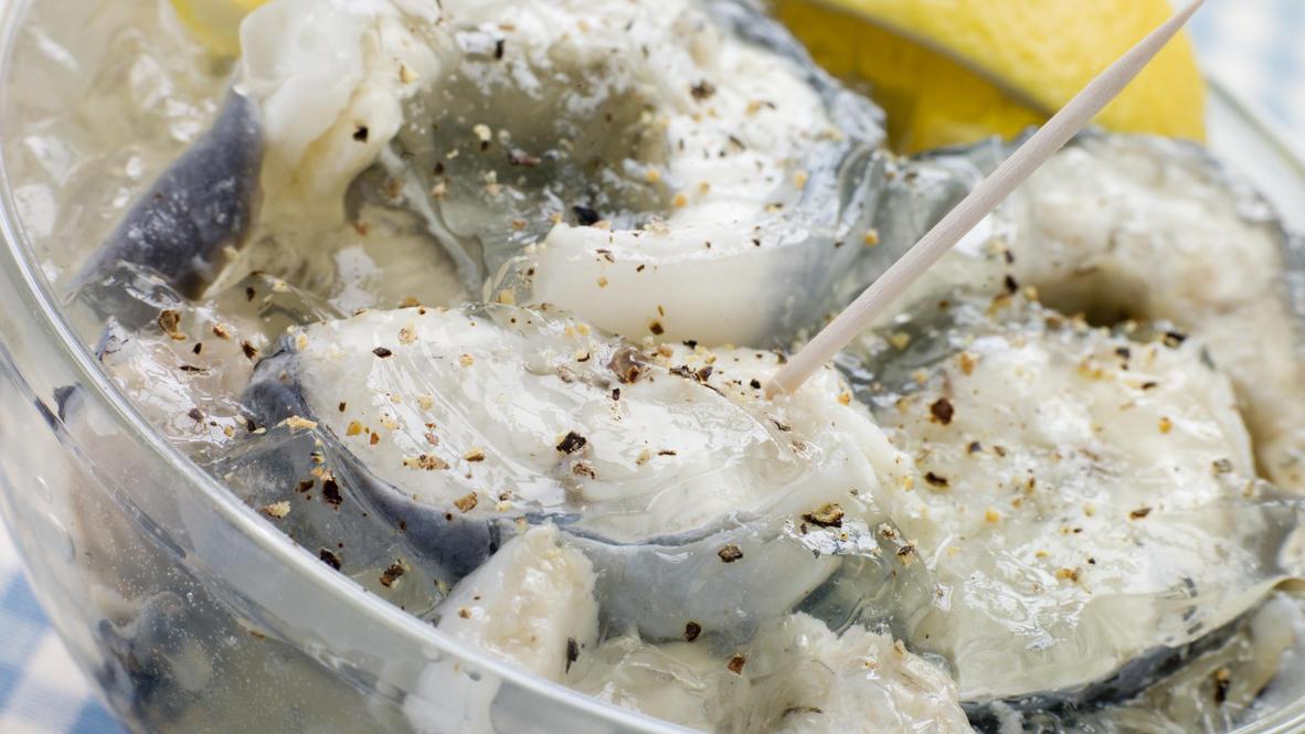 Jellied eels - Aalsülze ist ein typisch britisches Gericht.
