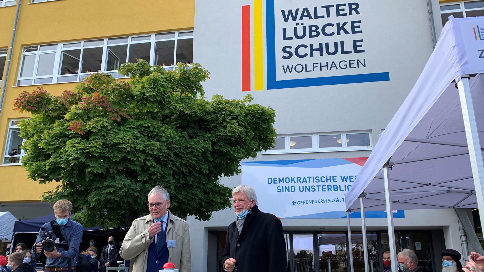 Der hessische Ministerpräsident Volker Bouffier (CDU) hat heute die bundesweit erste Walter-Lübcke-Schule eingeweiht.
