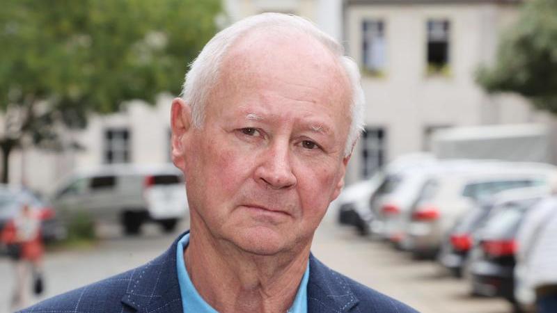 Reinhard Etzrodt (AfD), der zum Vorsitzenden des Stadtrates gewählt wurde. Etzrodt erhielt mehr Stimmen, als die AfD Mitglieder im Stadtrat hat. Foto: Bodo Schackow/dpa-zentralbild/dpa