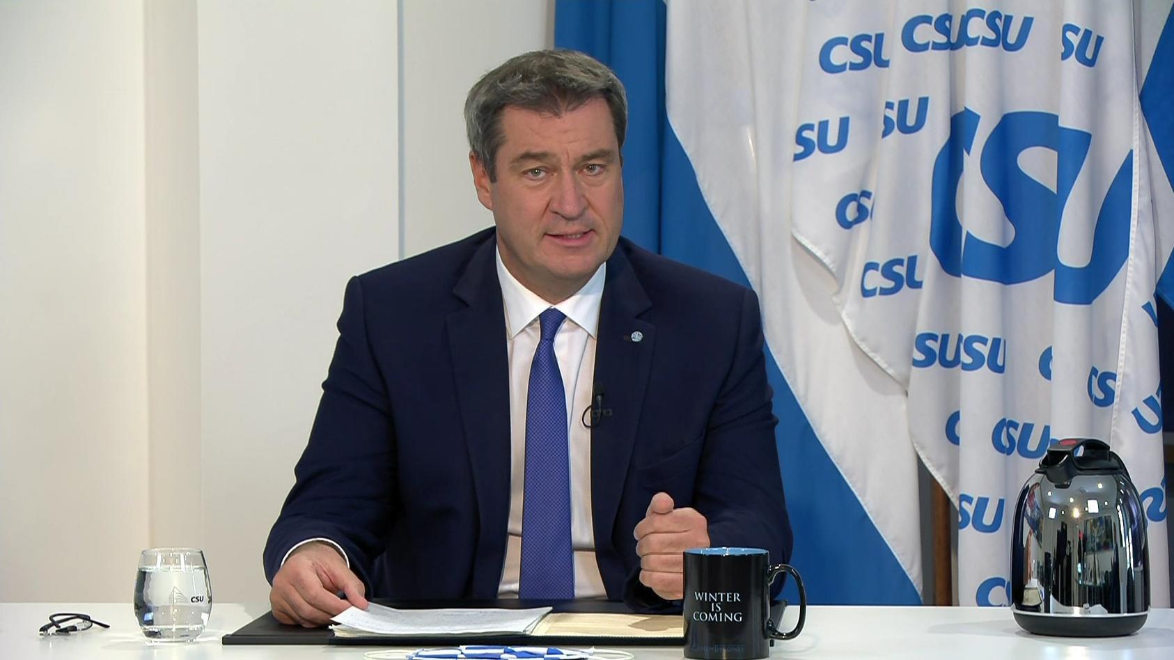 CSU-Chef Markus Söder hat auf dem digitalen Parteitag am Samstag Morddrohungen vorgelesen, die Gegner seiner Corona-Politik gegen ihn richten.