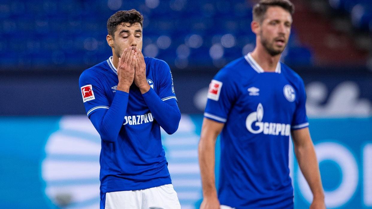 Schalkes Ozan Kabak und Mark Uth standen Pate für eine fragwürdige 0:3-Pleite gegen Bremen