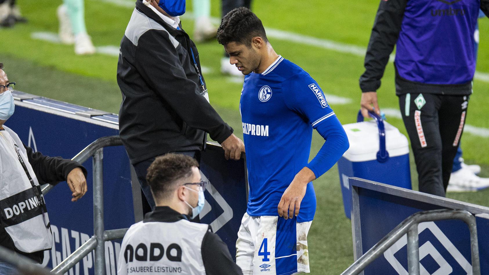 Ozan Kabak fliegt bei der Schalker 1:3-Niederlage gegen Bremen mit Gelb-Rot vom Platz