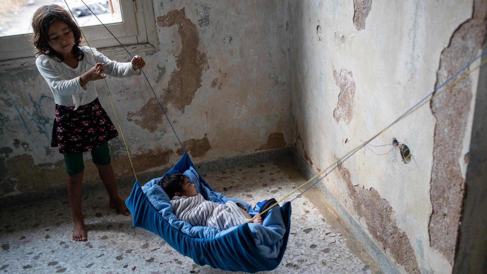 Nach dem Brand im Flüchtlingslager Moria sind etwa 400 unbegleitete Minderjährige auf das griechische Festland gebracht worden.