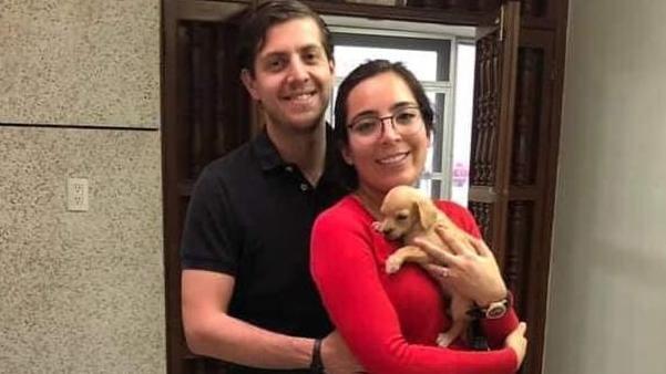 Sie taten so, als wollten sie die obdachlosen Hundewelpen adoptieren. Tatsächlich verfütterten Kevin Peralta de la Torre und seine Partnerin Aleh Ortlsaias die Jungtriere wohl an ihre Schlangen.