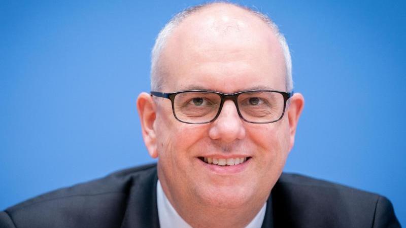 """Andreas Bovenschulte (SPD), Bürgermeister von Bremen. (zu dpa """"Corona prägte erstes Jahr von Bremer Bürgermeister Bovenschulte""""). Foto: Kay Nietfeld/dpa/Archivbild"""
