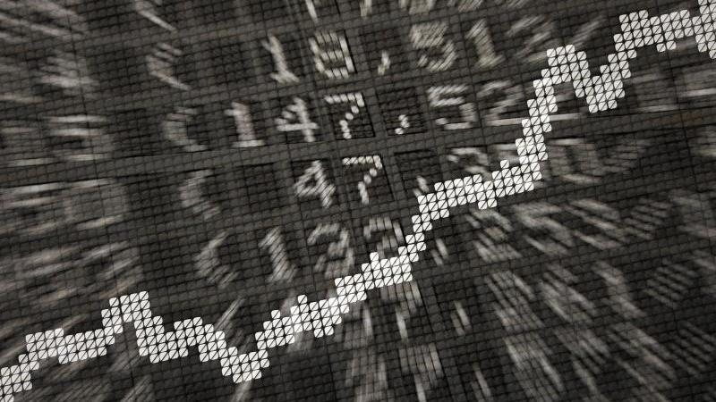 Ein Börsenkurs. Foto: Daniel Reinhardt/dpa/Symbolbild