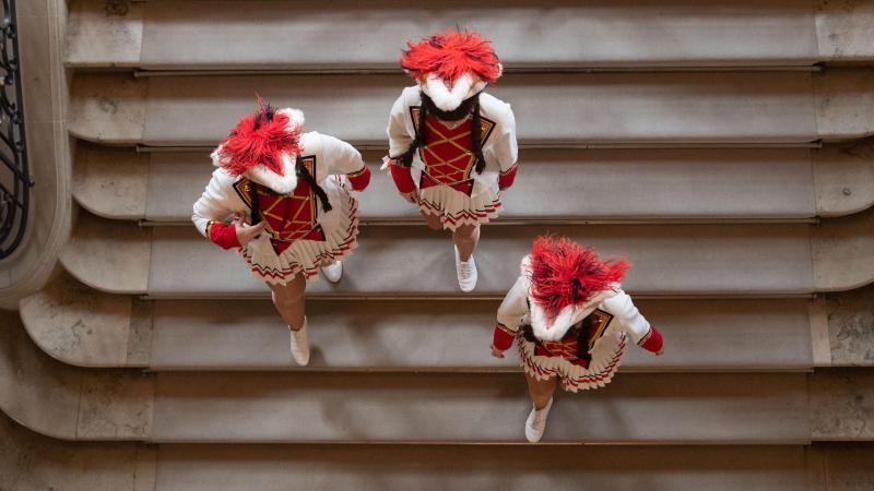 Drei Tanzmariechen im Neuen Schloss in Stuttgart. Foto: Marijan Murat/dpa/Archivbild