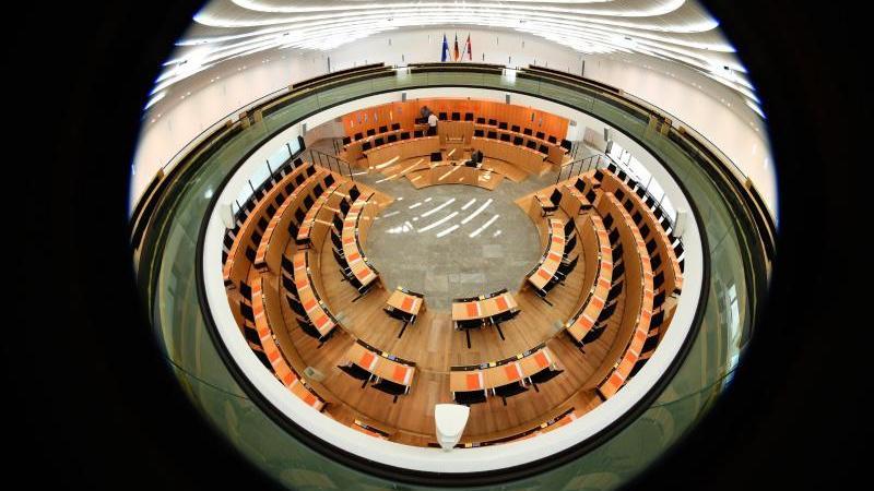 Blick in den Landtag von Hessen in Wiesbaden. Foto: picture alliance/dpa/Archivbild