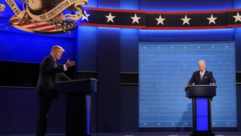 Fünf Wochen vor der Präsidentschaftswahl kam es in den USA zur mit Spannung erwarteten ersten TV-Debatte zwischen Amtsinhaber Trump und seinem Herausforderer Biden. Foto: Julio Cortez/AP/dpa