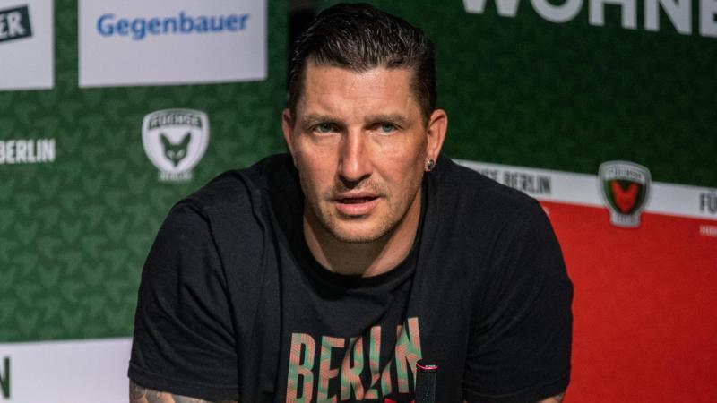 Stefan Kretzschmar, Sportdirektor der Füchse Berlin, spricht nach dem Spiel auf einer Pressekonferenz. Foto: Andreas Gora/dpa/Archivbild