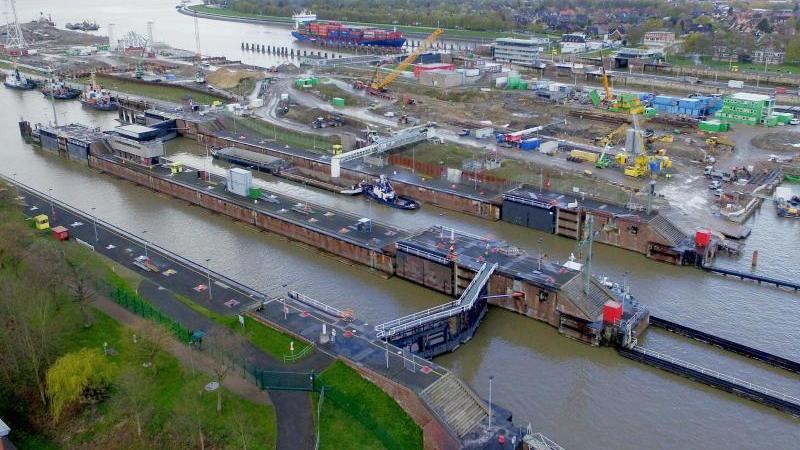 Blick auf die Schleusen am Nord-Ostsee-Kanal (Foto mit Drohne). Foto: Carsten Rehder/dpa/Archivbild