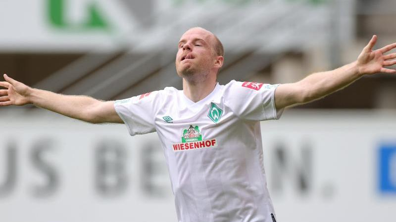 """Laut """"Kicker"""" möchte Davy Klaassen Werder Bremen verlassen und zu seinem Ex-Verein Ajax Amsterdam zurückkehren. Foto: Friedemann Vogel/EPA/Pool/dpa/Archivbild"""