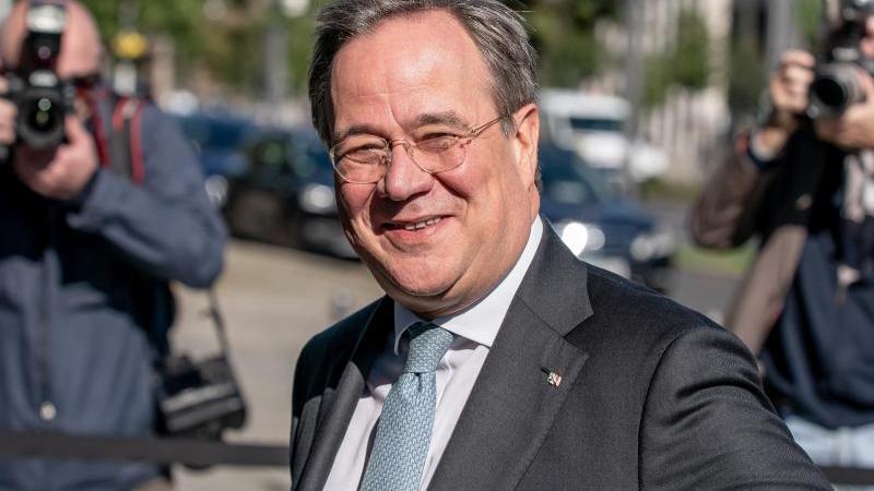 Armin Laschet (CDU) lächelt. Foto: Michael Kappeler/dpa