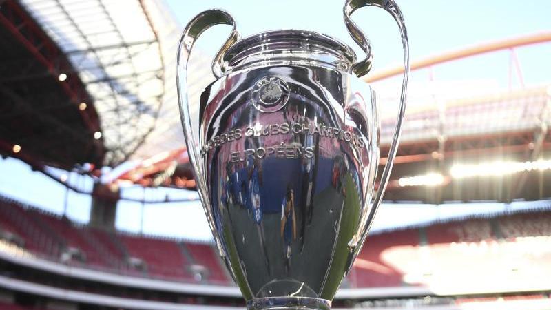 Der Champions League-Pokal. Foto: David Ramos/POOL GETTY/AP/dpa/Archivbild