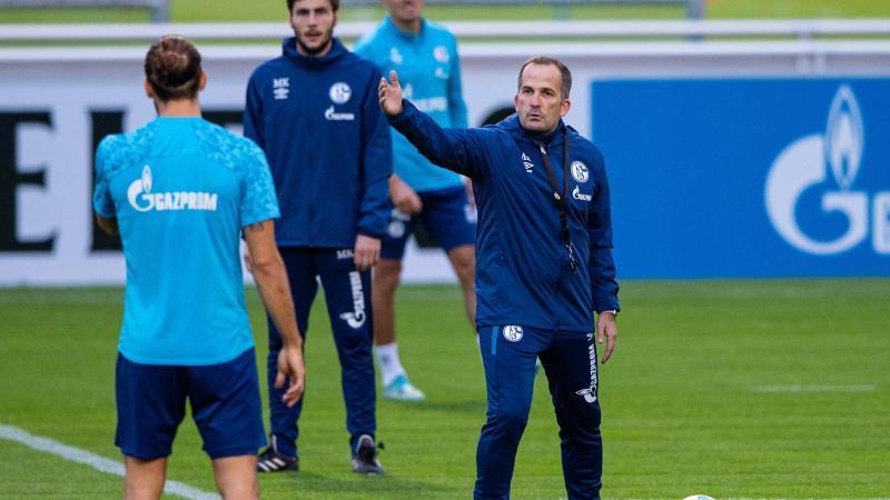 Gibt beim FC Schalke 04 ab sofort sportlich die Richtung vor: Trainer Manuel Baum. Foto: Guido Kirchner/dpa