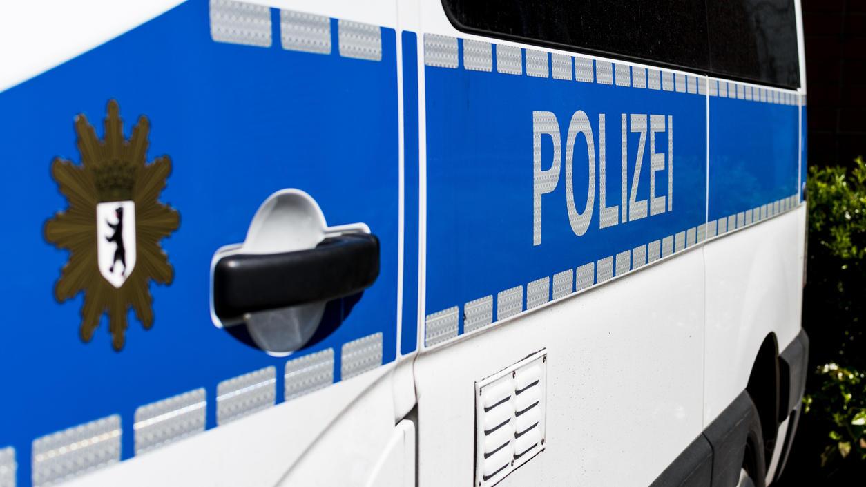 """Laut Recherchen des ARD-Magazins """"Monitor"""" ist in den Reihen der Berliner Polizei ein Chat mit rassistischen Inhalten aufgetaucht."""