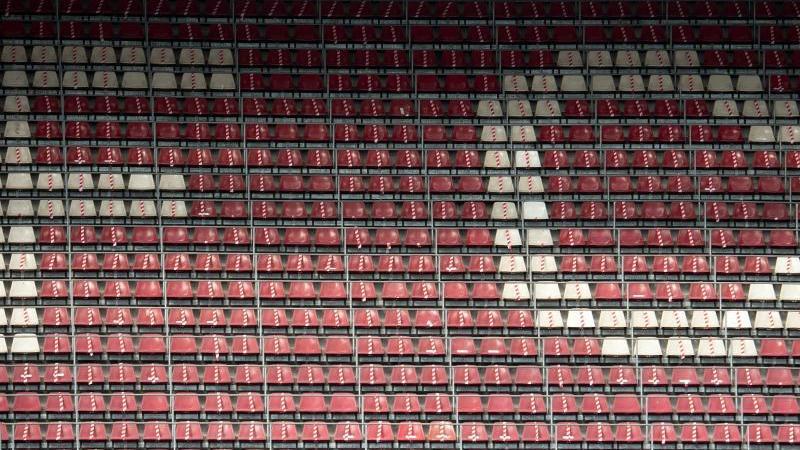 Die leeren Sitze im Stadion. Foto: Federico Gambarini/dpa/Archivbild