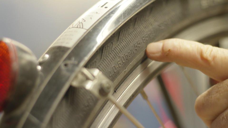Minimaldruck-Prägung auf Fahrradreifen