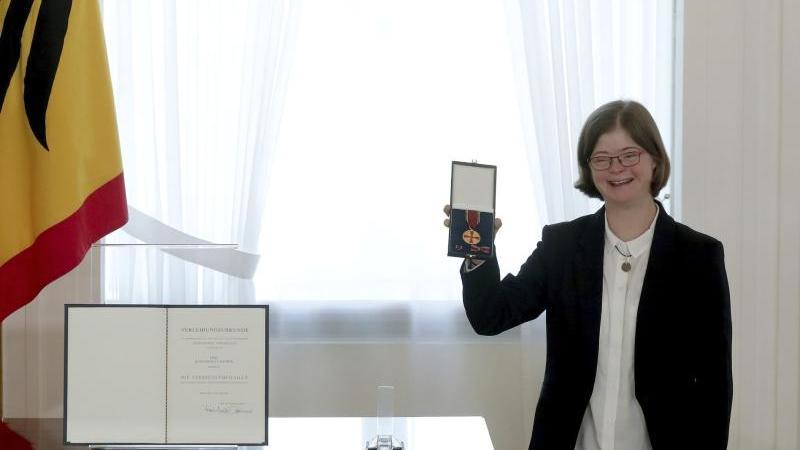 "Hannah Kiesbye, die Erfinderin des ""Schwer-in-Ordnung""-Ausweises. Foto: Michael Sohn/POOL AP/dpa/Aktuell"