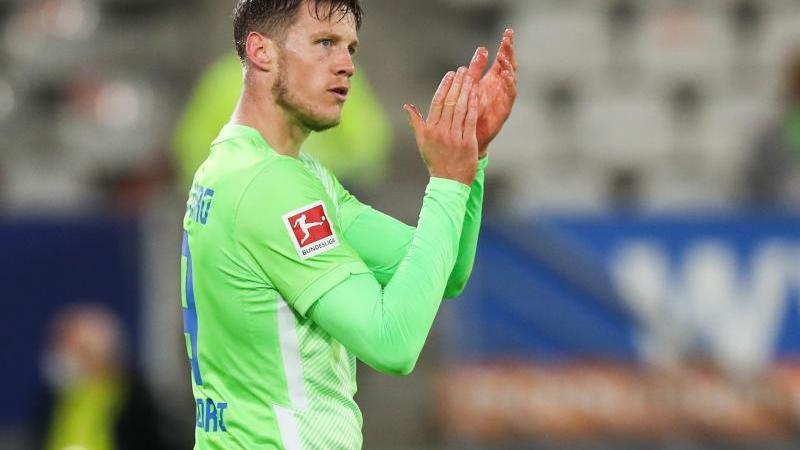 Wolfsburgs Wout Weghorst reagiert im Spiel. Foto: Tom Weller/dpa/Archivbild