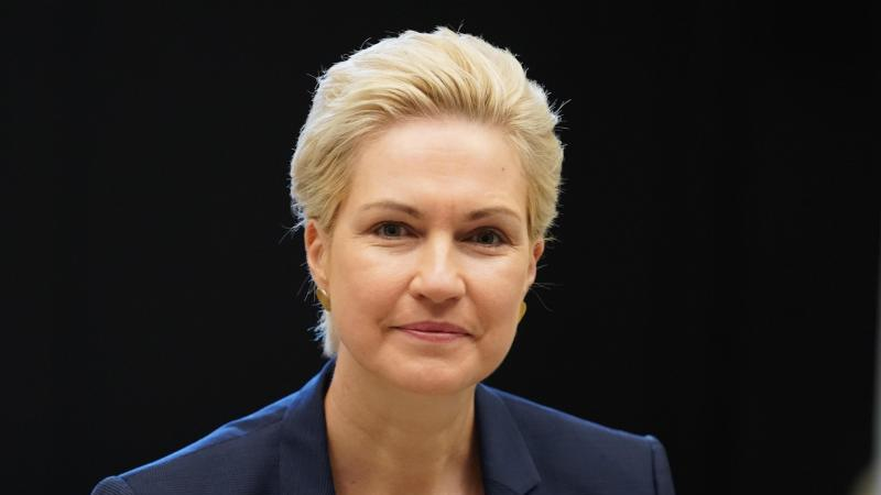 Manuela Schwesig (SPD), Ministerpräsidentin von Mecklenburg-Vorpommern. Foto: Jörg Carstensen/dpa/Archivbild