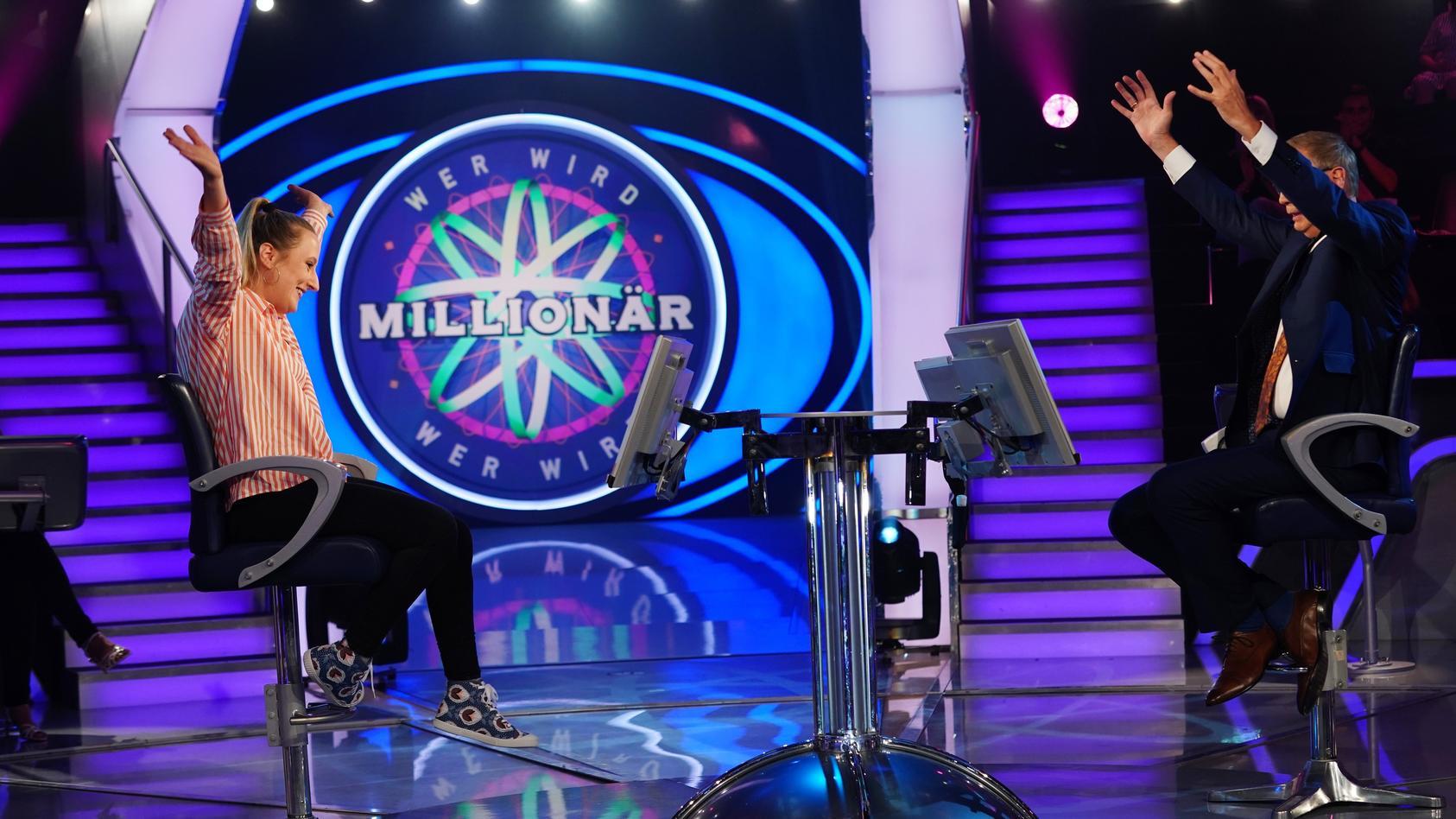 """""""Wer wird Millionär?""""-Kandidatin Maria Jordan  und Moderator Günther Jauch"""