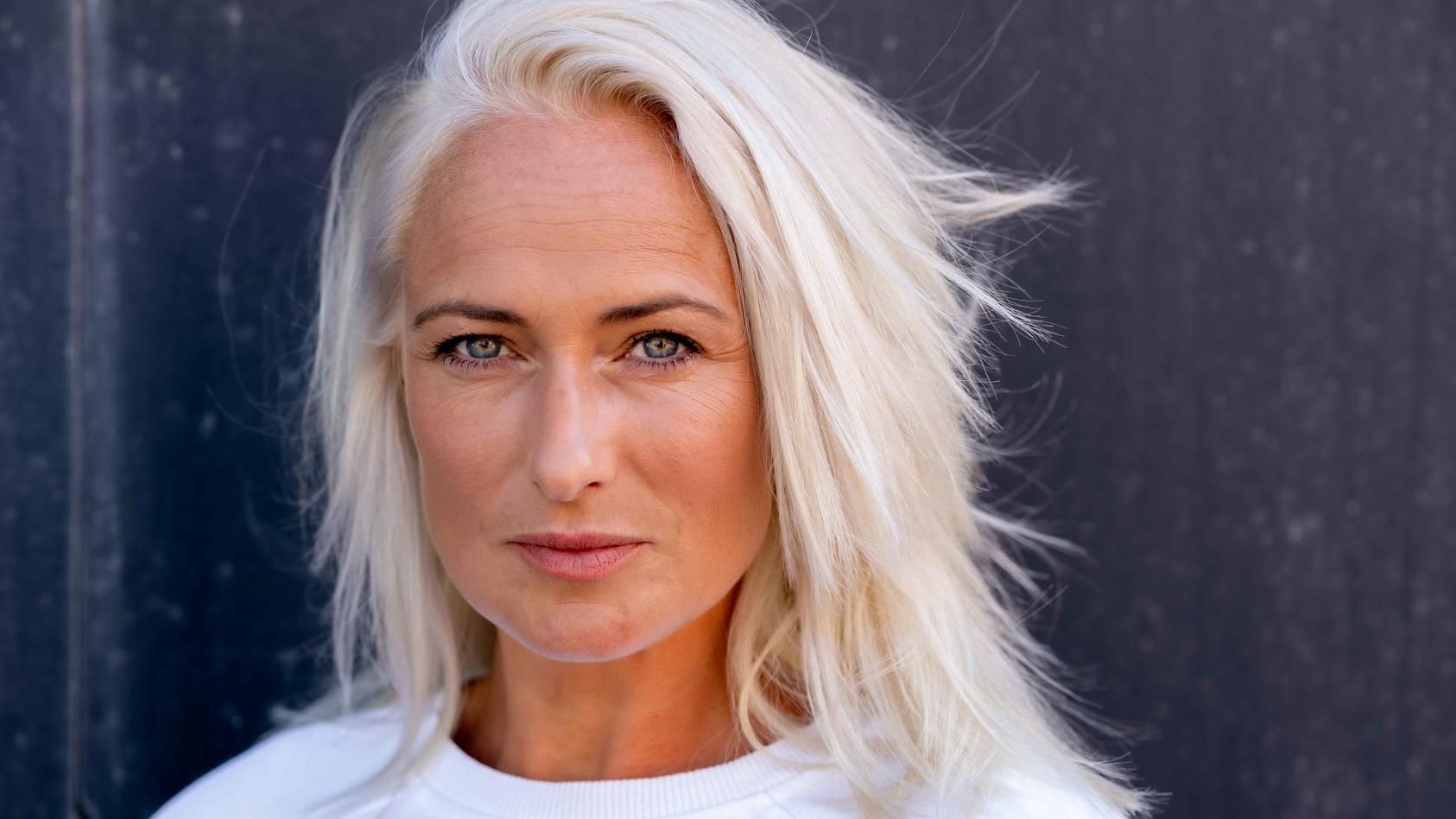 GZSZ-Star Eva Mona Rodekirchen mit neuer Frisur