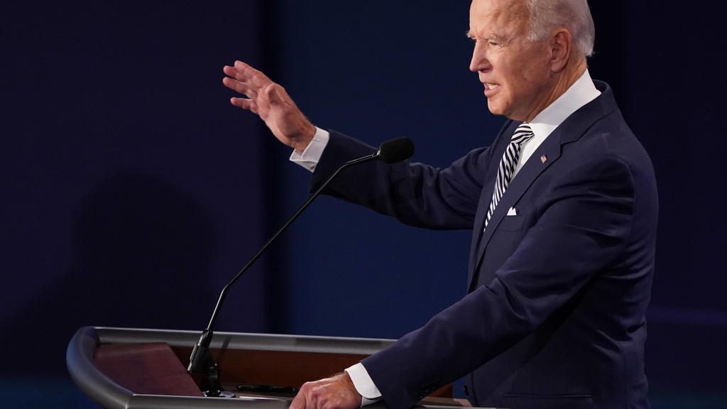 Democratic presidential nominee Joe Biden speaks during the first of three scheduled 90 minute presidential debates with President Donald Trump, Cleveland, Ohio, on Tuesday, September 29, 2020. PUBLICATIONxNOTxINxUSA Copyright: xKevinxDietschx/xPool
