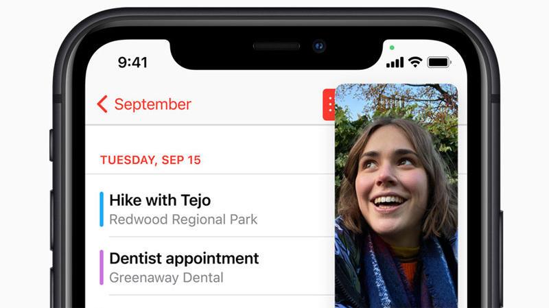 Der kleine grüne Punkt rechts oben signalisiert jetzt in iOS 14: Achtung - die Kamera ist in Benutzung!