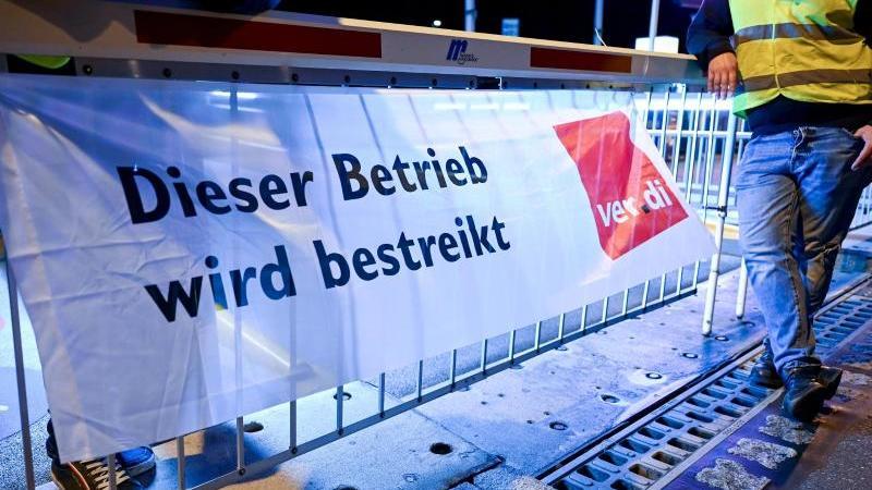 Warnstreik in Meersburg am Bodensee. Die Arbeitgeber im öffentlichen Dienst bieten insgesamt 3,5 Prozent mehr Lohn und Gehalt an - weniger als von den Gewerkschaften verlangt. Foto: Felix Kästle/dpa