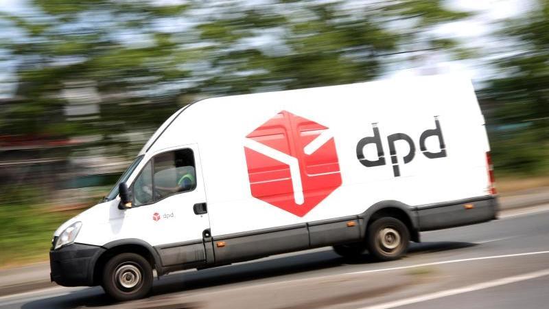Die Unternehmen rüsten auf:DPD schickt 2000 zusätzliche Fahrzeuge auf die Straßen. Foto: Roland Weihrauch/dpa