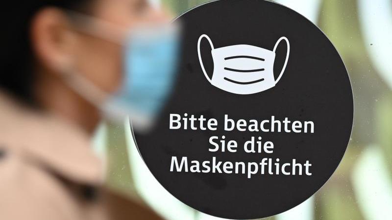 Die verschärfte Maskenpflicht in Risikogebieten wird von einer großen Mehrheit unterstützt. Foto: Arne Dedert/dpa