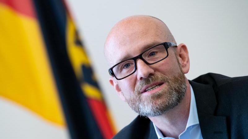 Ex-CDU-Generalsekretär Tauber bei einem Interview. Foto: Bernd von Jutrczenka/dpa/Archivbild