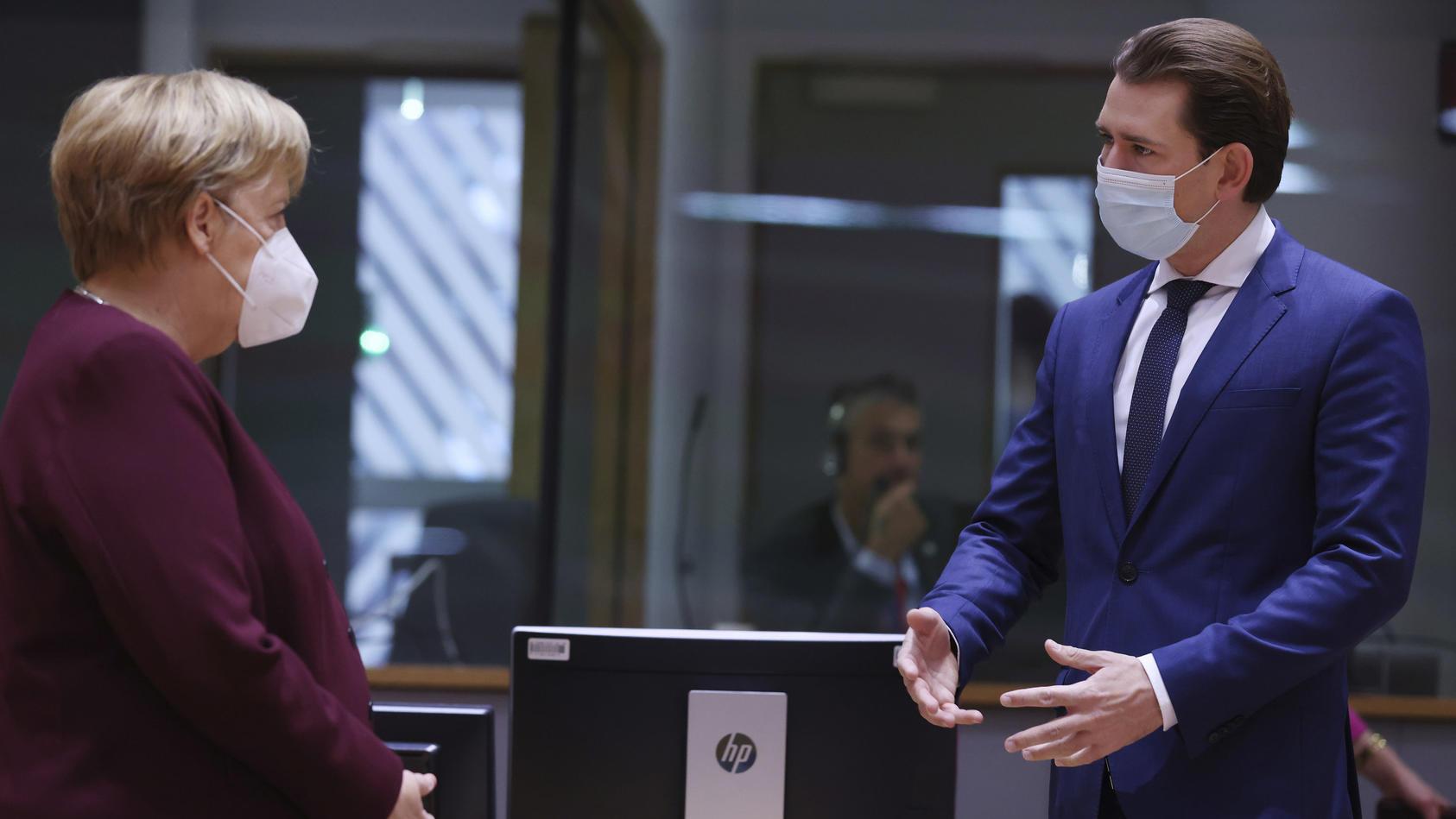 """""""Extrem schwierige Zeit"""" - Österreichs Bundeskanzler stimmt seine Bürger auf einen gefährlichen Corona-Winter ein. Das Foto zeigt ihn im Gespräch mit Angela Merkel."""