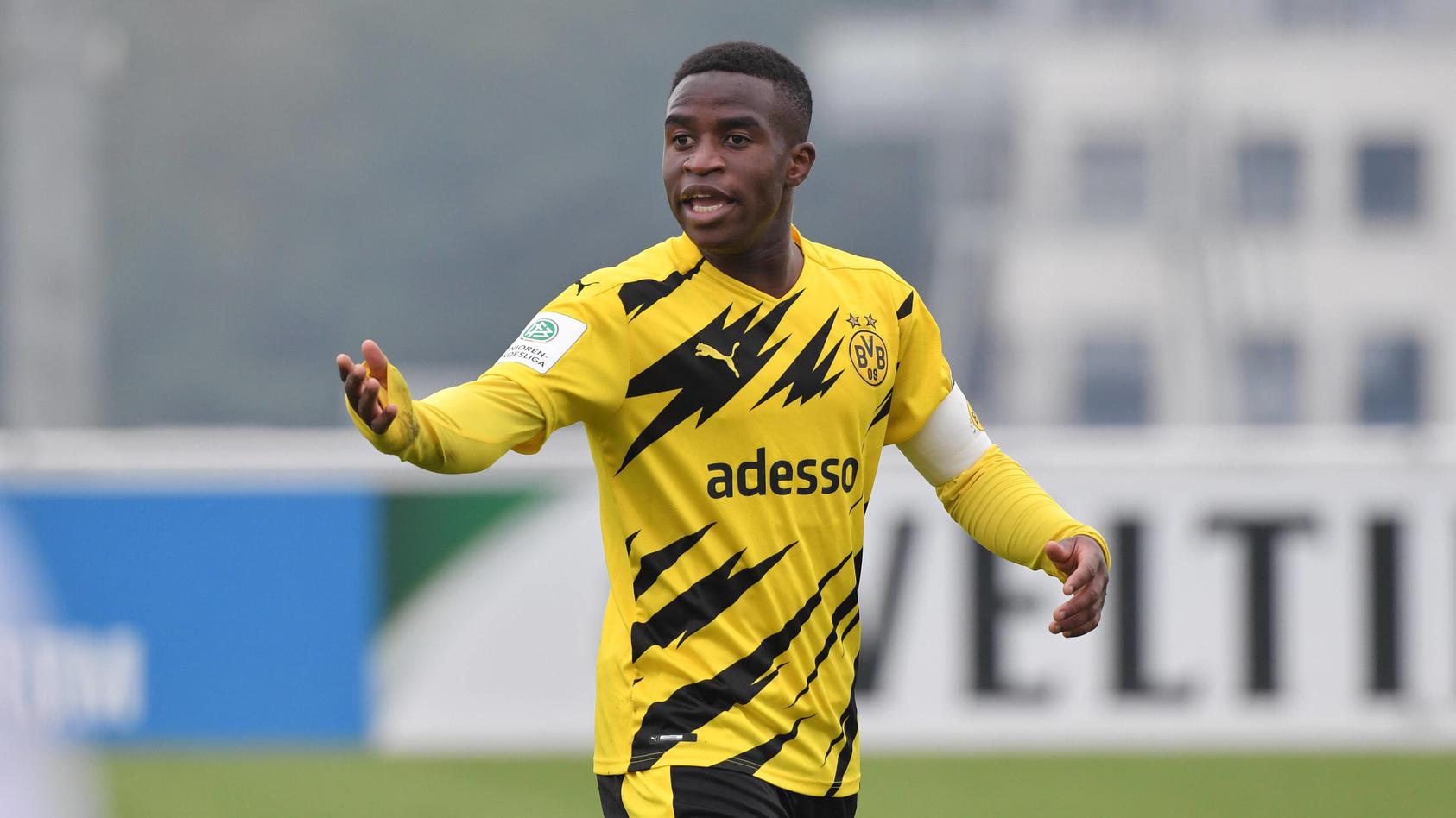 Youssoufa Moukoko wurde von Schalke-Fans übel beleidigt